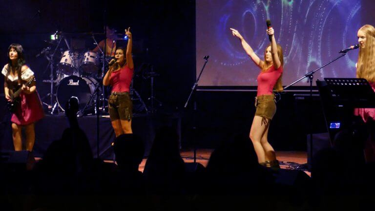 Partyband-Maedchenalarm-bei-StarriseNight-2020-Wahnsinn